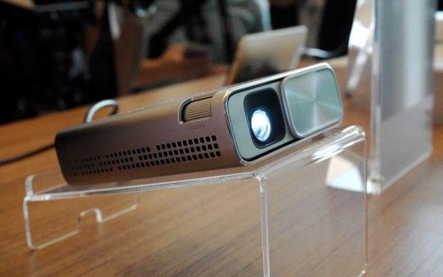 Asus-E1z-projector-fullbleed