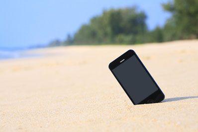 smartphone-beach-shutterstock-398px