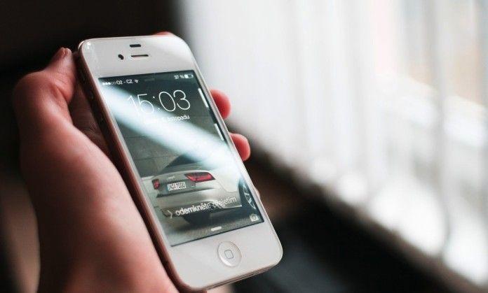 Texas, gli cade l'Iphone dall'aereo privato e dopo un volo di 3mila metri, funziona ancora
