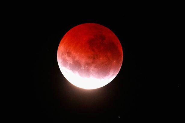 La Luna rosso sangue non indica la fine dei giorni descritta dalla Bibbia.