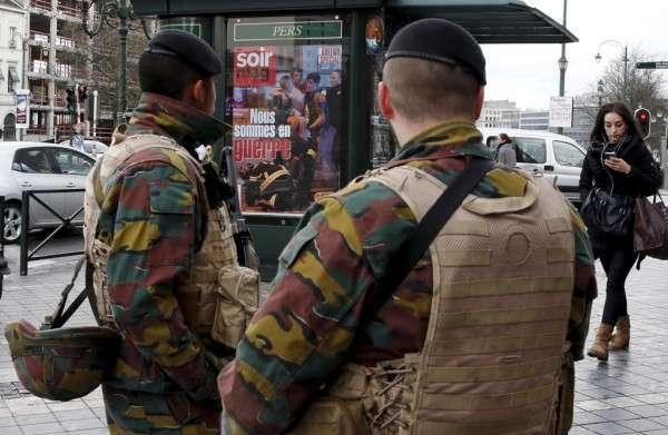 Attentati di Bruxelles, linee telefoniche intasate: si invitano i cittadini a usare Facebook, WhatsApp e Twitter