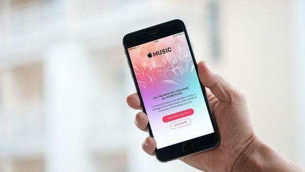Apple Music dichiara guerra a Spotify abbassando i prezzi