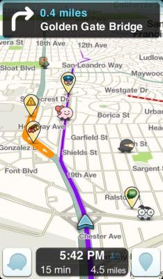 Come si presenta l'interfaccia di Waze durante una sessione di guida.