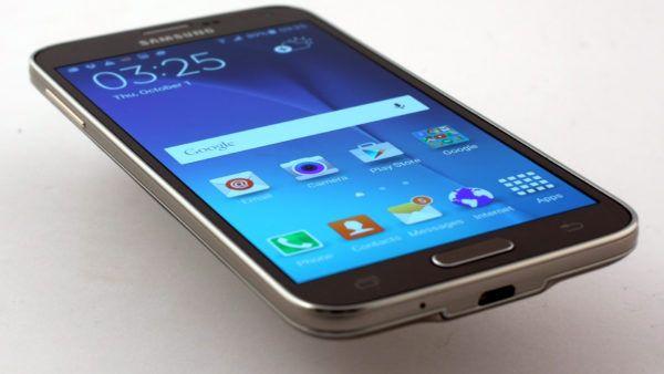 Samsung Galaxy S5 Neo nella colorazione Black