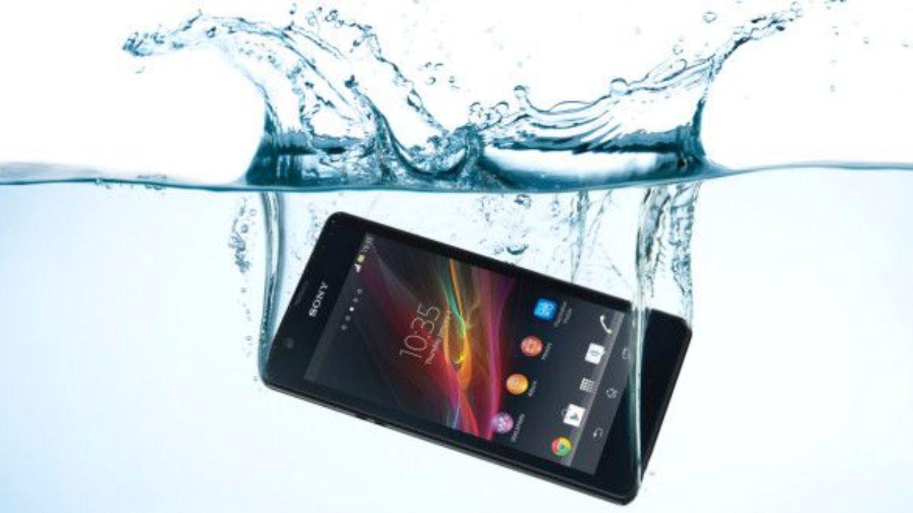 Guida: cosa fare quando lo Smartphone cade in Acqua