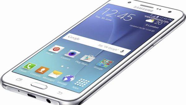 Samsung Galaxy J5 si aggiorna ad Android Marshmallow