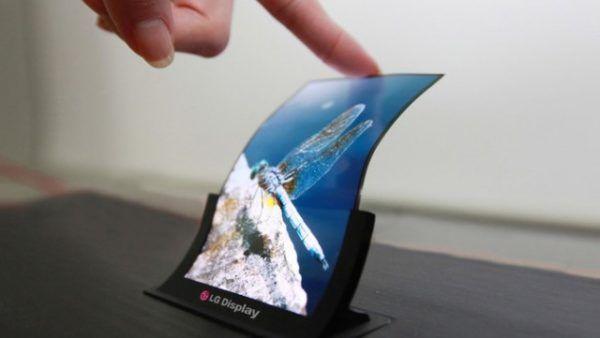 Un prototipo LG di display OLED flessibile per smartphone