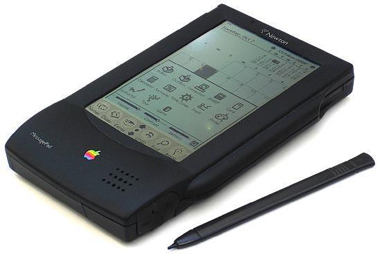 Denuncia Apple per 10 miliardi di Dollari: ha copiato l'iPhone da bozzetti
