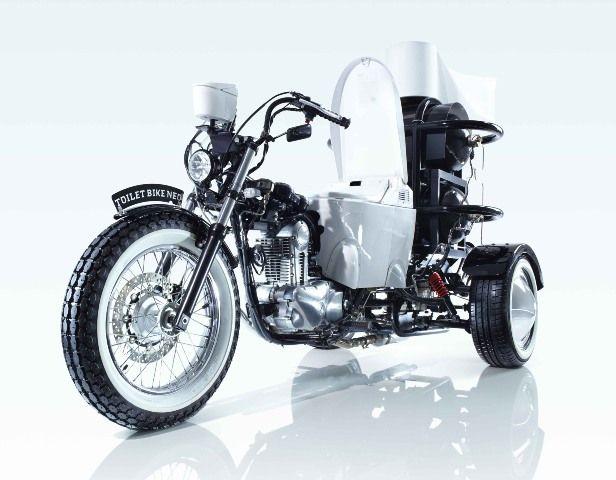 TOTO-Toilet-bike-NEO-moto-ad-escrementi