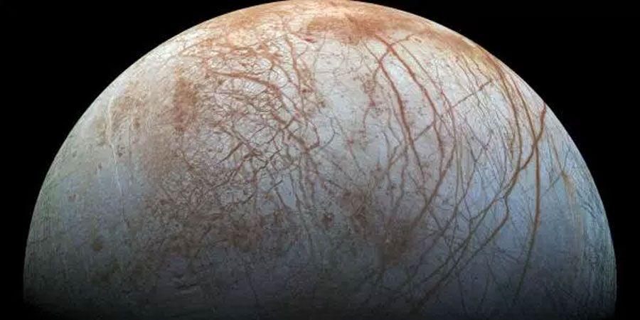 La Nasa conferma: geyser di vapore acqueo sulla luna di Europa