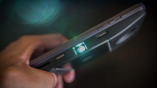 Il modulo aggiunti per Moto Z che lo trasforma in un proiettore portatile