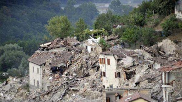 La devastazione del terremoto in un video