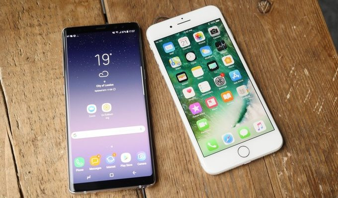 Galaxy-Note-8-vs-iphone 8-Plus-hands-on-00