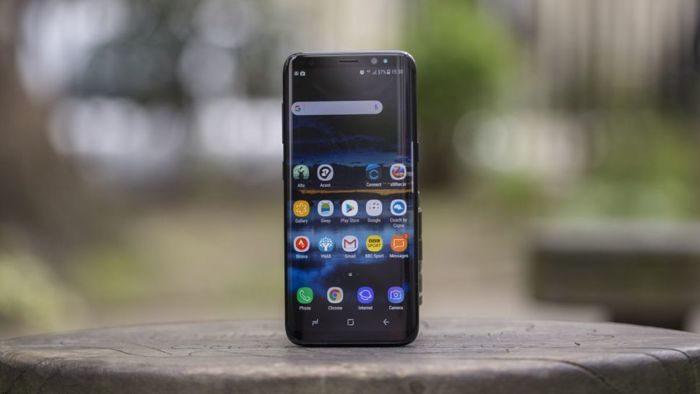 Samsung: smartphone compatto da 5 pollici con Infinity Display in cantiere?