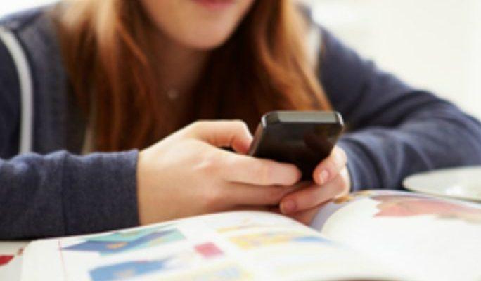 bambini-smartphone-scuola