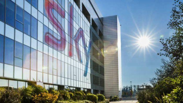 Sky regala una TV Gratis e nuovo abbonamento IPTV, battuta Mediaset Premium