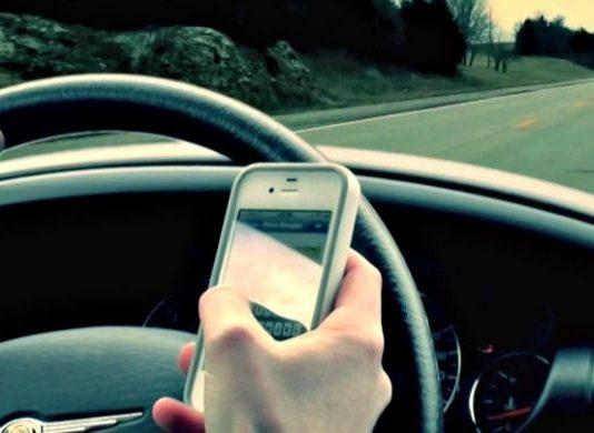 Smartphone alla guida, multa anche se l'auto è spenta