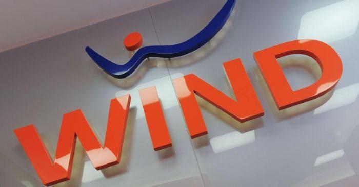 Wind batte TIM e Vodafone con la nuova offerta: fibra, 100 Giga e Sky con 10 euro