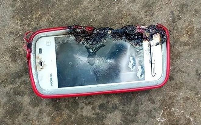 Esplosione di un Nokia 5233 causa la morte di una ragazza in India