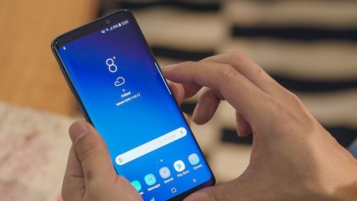 Problemi al display per Samsung Galaxy S9