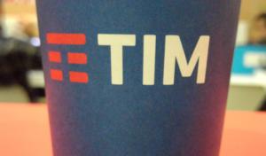 TIM: minuti illimitati e 30GB a soli 10 euro con la nuova offerta che batte Vodafone