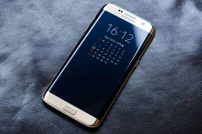 Samsung lancia uno smartphone senza accesso ai dati rivolto agli studenti