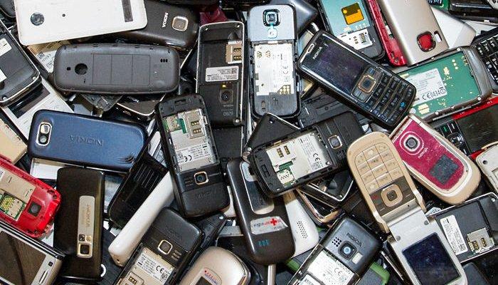 cellulari e telefonini vecchi, ma di valore