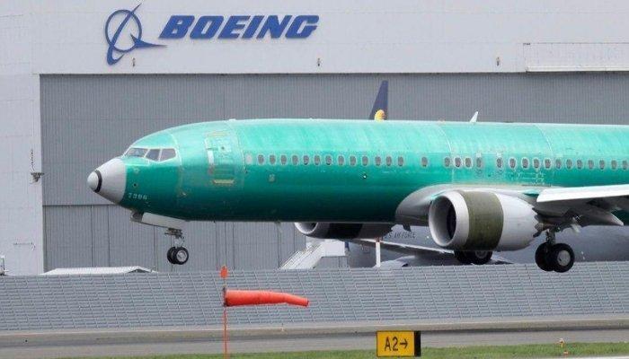 Florida, Boeing 737 fuori pista finisce in un fiume