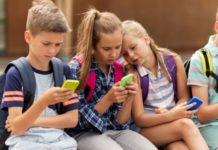 smartphone e bambini luce blu
