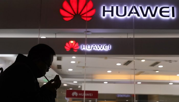 Huawei assume persone