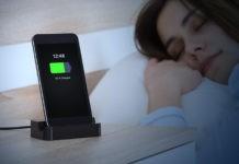 Smartphone: ecco cosa si rischia nel caricare il telefono di notte