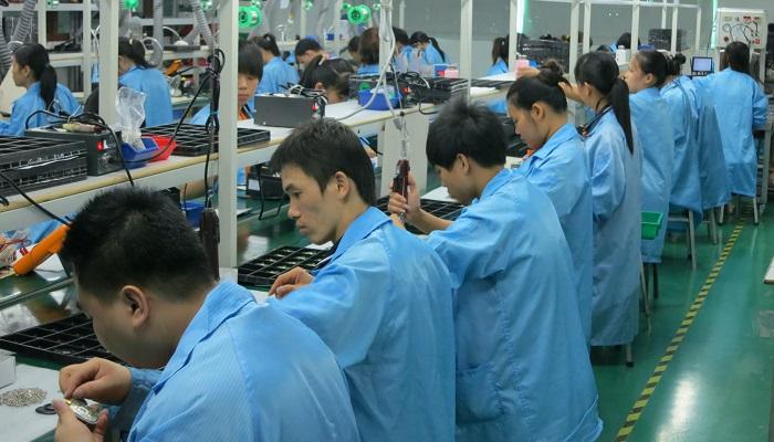 apple-produzione-iphone-illegale