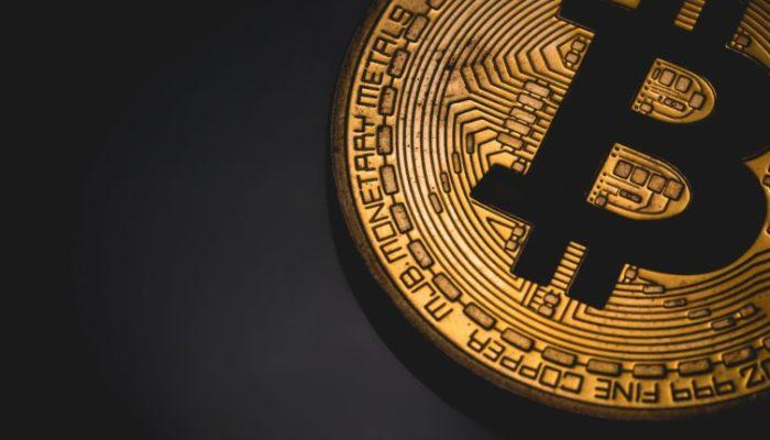 Bitcoin: ora la criptovaluta cresce del 5.4% ed arriva in alto