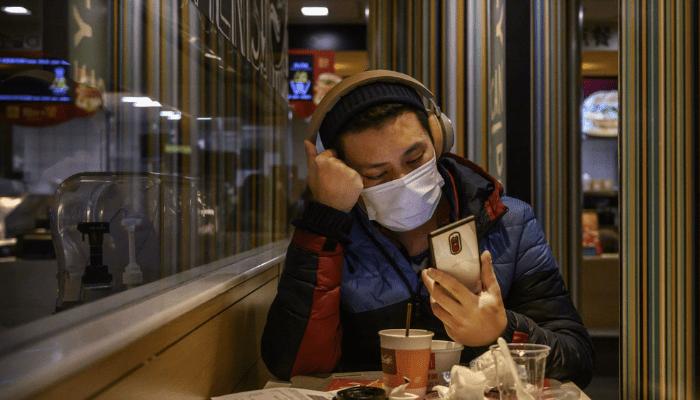 Coronavirus, nuovi studi rivelano che sopravvive 3 ore nell'aria