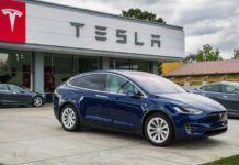 Auto elettriche: ricaricare la Tesla a pedali, l'incredibile esperimento
