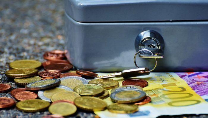 Patrimoniale: utenti impauriti dalla tassa che prende soldi dal conto