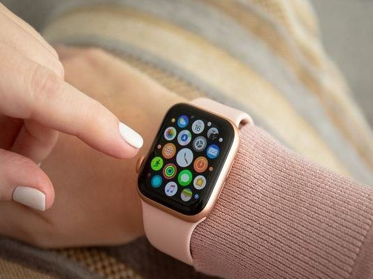 apple-watch-serie-5-4-3-2-1-smartwatch-iphone-google-maps-android-watch6-finito-esaurito