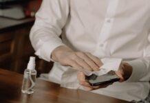 Coronavirus ecco perché è importante sanificare al meglio lo smartphone