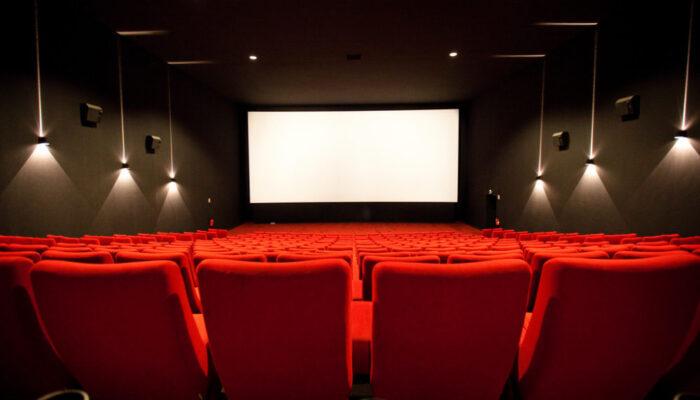 Covid: cinema e teatri ritornano al 100% mentre le discoteche al 50%